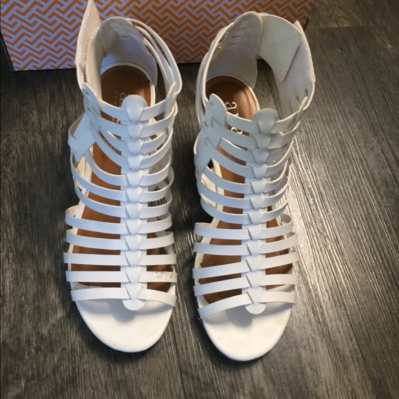 a.n.a Shoes - ANA white Wedge Shoes size 8M 😍❤️